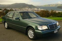 Dark green Mercedes S Class car photo.jpg