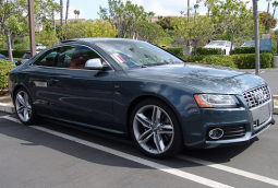 Image of 2008 Audi S5 car in greenish blue.PNG