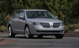 2010 Lincoln MKZ in silver.PNG
