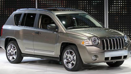 2007 Jeep Compass in silver.PNG