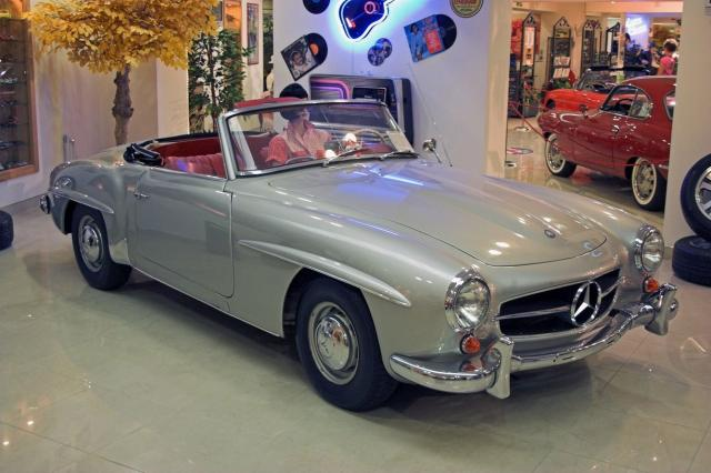 Classic Mercedes Benz convertable picture.jpg
