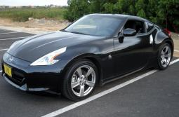 Picture of Black Nissan sport car with two doors_looking very cute and cool.JPG