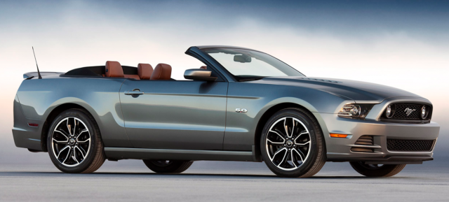 2013 Ford Mustang GT Convertible in grey.PNG